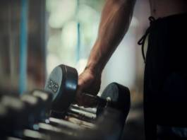 Ćwiczenia na biceps w domu dla mężczyzn